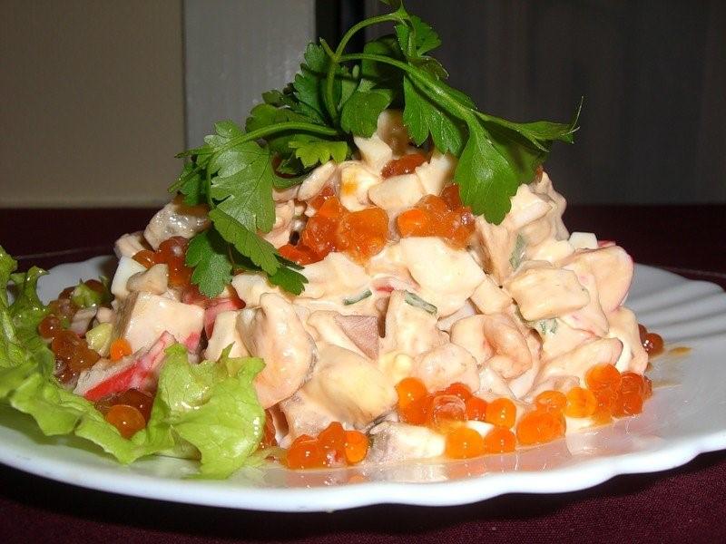 Как правильно выбрать кальмары? Рецепт салата с кальмарами и с красной икрой